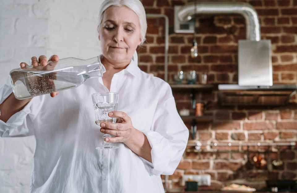 Lady filling up water glass