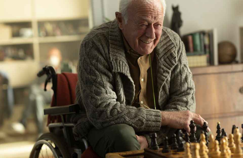 Client playing Chess
